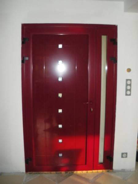Pose d 39 une porte d 39 entr e en aluminium par la miroiterie for Poser une porte d entree